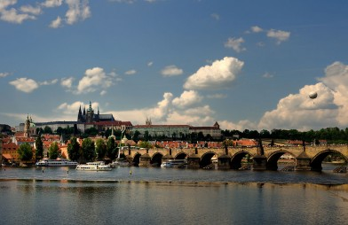 1280px-Prague_Castle_from_Vltava_bank